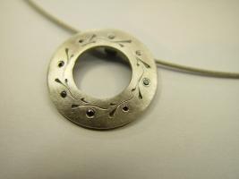 Anhänger, 925/- Silber, Handgravur, schwarze Diamanten