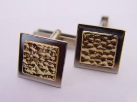 Manschettenknöpfe, auf Kundenwunsch entstanden die passenden Manschettenknöpfe zu den bereits gefertigten Trauringen.