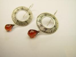 Ohrhänger, 925/- Silber, Granat, schwarze Diamanten, Handgravur
