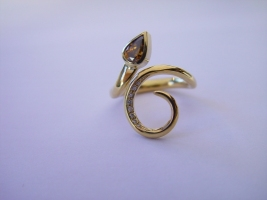 "Ring ""Eden"", 750/- Gold, naturbrauner Diamanttropfen, Brillanten"