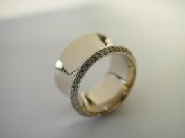 Ring, 750/- Weißgold, Hohlkehle, Rand mit Brillanten ausgefasst
