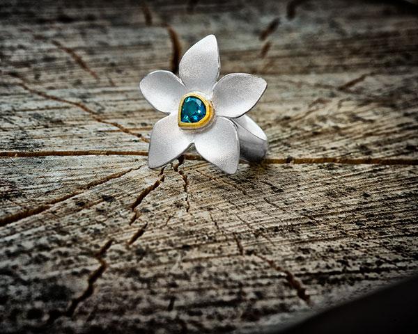 "Ring "" Blütentau"", 925/- Silber, Feingold, blauer Turmalin"